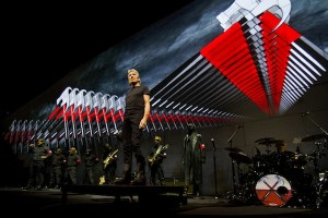 the-wall-tour-2013-3